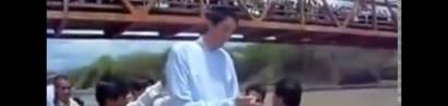 Sultan Kösen, der größte Mensch der Welt wird getauft.