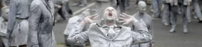 """Hier protestieren """"hilflose"""" Zombies gegen G20."""