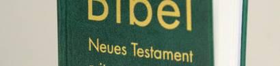 Künstliche Aufregung: Der Gideonbund verteilte Bibeln an Schüler vor Luckenwalder Schulen.