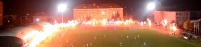 Hirnlose Pyro-Wahnsinnige lassen ihre gefährlichen Bengalos in den Stadien brennen. Was machen wir?